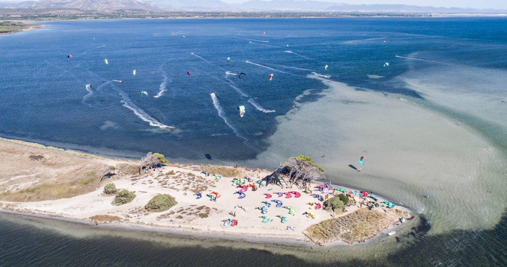 visione aerea del kitesurf spot di punta trettu