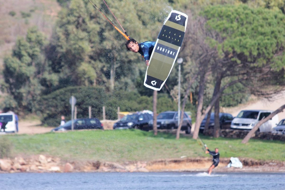 Giacomo Barberi making kite freestyle tricks in punta trettu